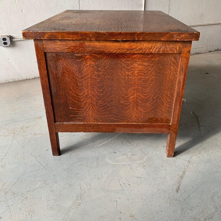 Small Early 20th Century American 3-Drawer Office Desk For Sale 13