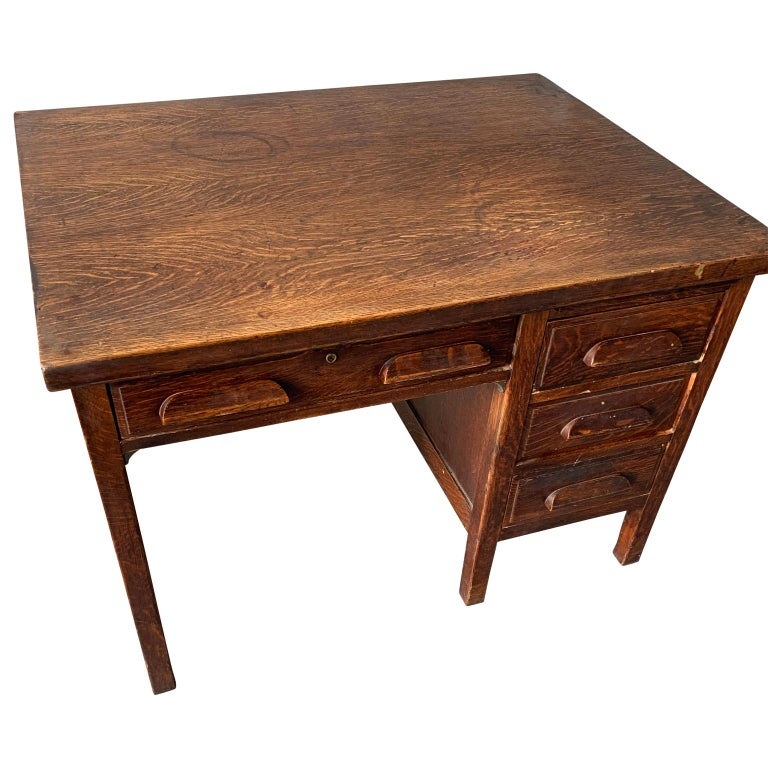 Small early 20th century American office desk.