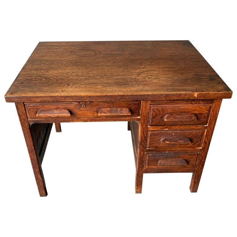 Small Early 20th Century American 3-Drawer Office Desk For Sale