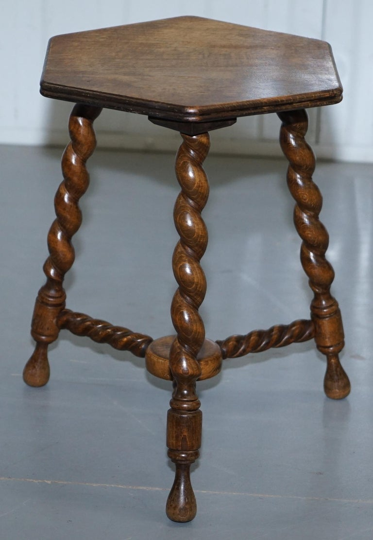 We are delighted to offer for sale this small very nice Edwardian English oak side, end, lamp, wine table with barley twist legs  A nice looking and well made piece, we have cleaned waxed and polished it from top to bottom  Dimensions:  Height