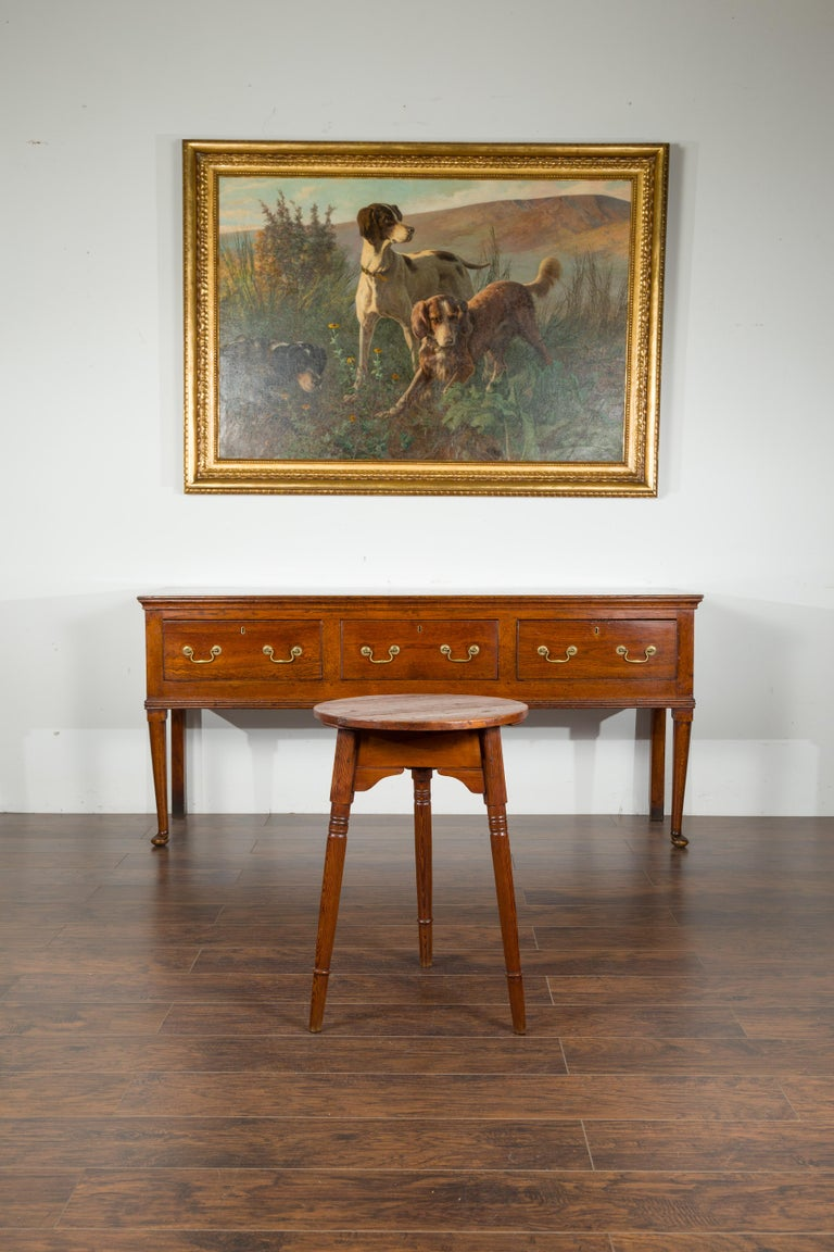 Small English 1840s Pine Cricket Table with Carved Apron and Turned Legs For Sale 6