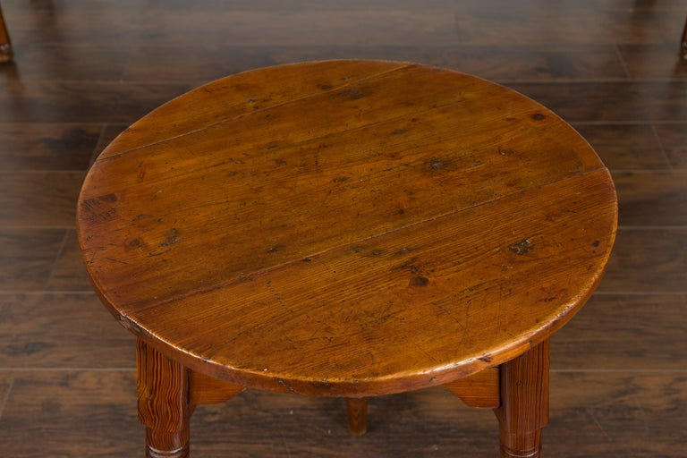 Small English 1840s Pine Cricket Table with Carved Apron and Turned Legs For Sale 7