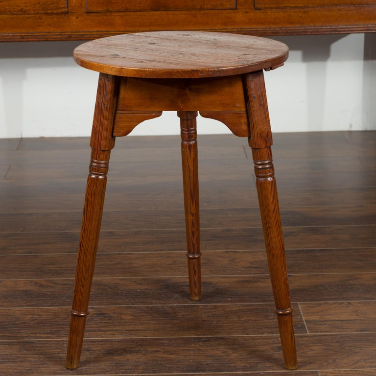 Small English 1840s Pine Cricket Table with Carved Apron and Turned Legs For Sale 8