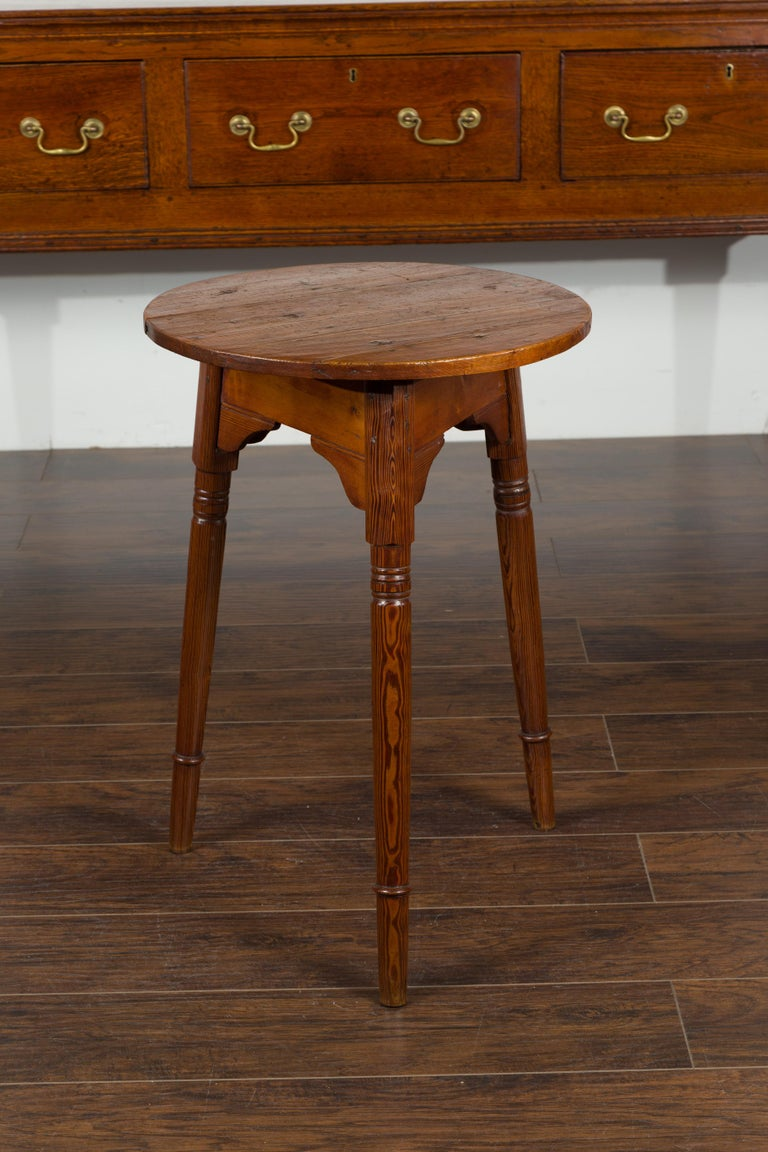 Small English 1840s Pine Cricket Table with Carved Apron and Turned Legs For Sale 9