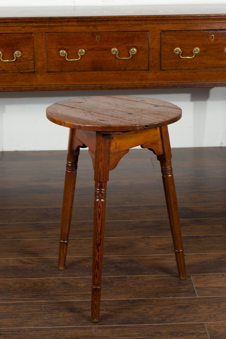 Small English 1840s Pine Cricket Table with Carved Apron and Turned Legs For Sale 10