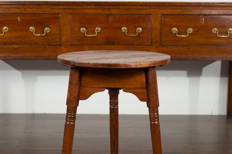 Small English 1840s Pine Cricket Table with Carved Apron and Turned Legs For Sale 3
