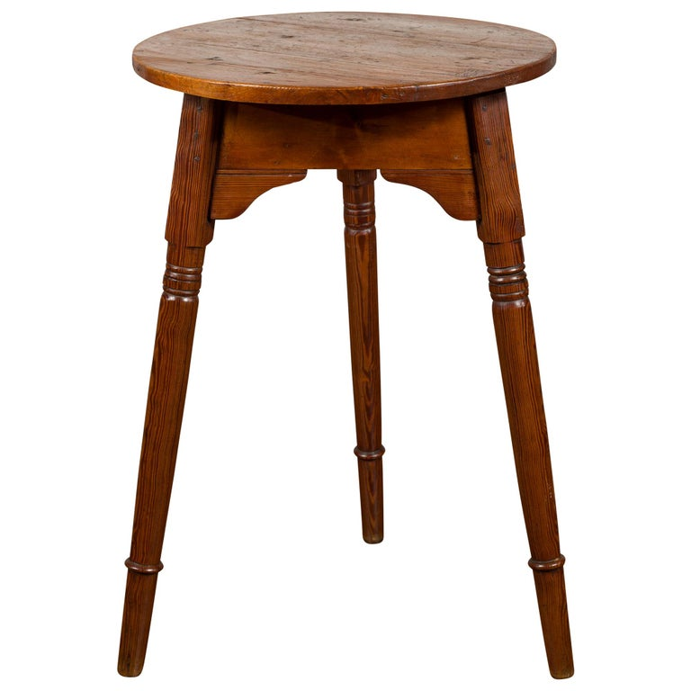 Small English 1840s Pine Cricket Table with Carved Apron and Turned Legs For Sale