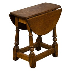 Small English 1880 Oak Drop-Leaf Side Table with Turned Legs and Side Stretchers