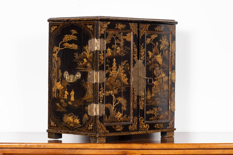 Small English 1890s Black and Gold Chinoiserie Cabinet with 10 Hidden Drawers For Sale 7