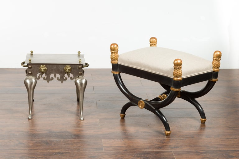 Small English 1900s Steel and Brass Side Table with Lion Heads and Curving Legs In Good Condition For Sale In Atlanta, GA