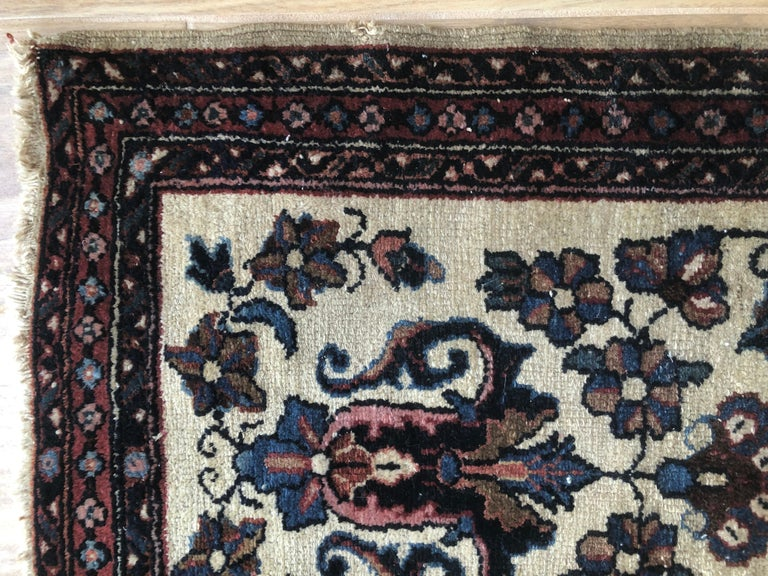 Small Floral Persian Rug Fine Wool In Good Condition For Sale In Delray Beach, FL
