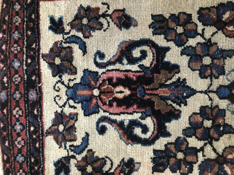 Small Floral Persian Rug Fine Wool For Sale 3