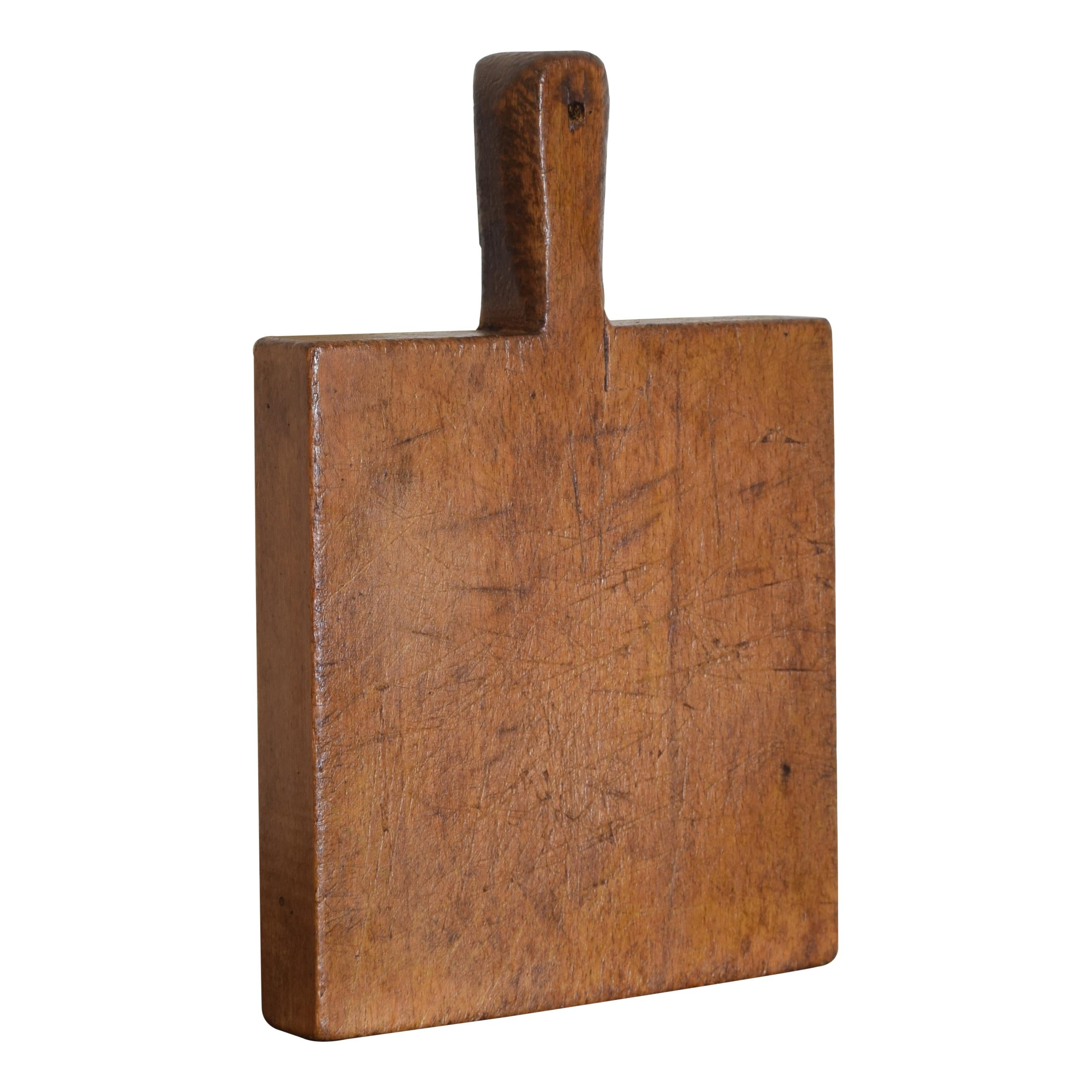 Small French Handled Cutting Board in Pinewood, Early 20th Century