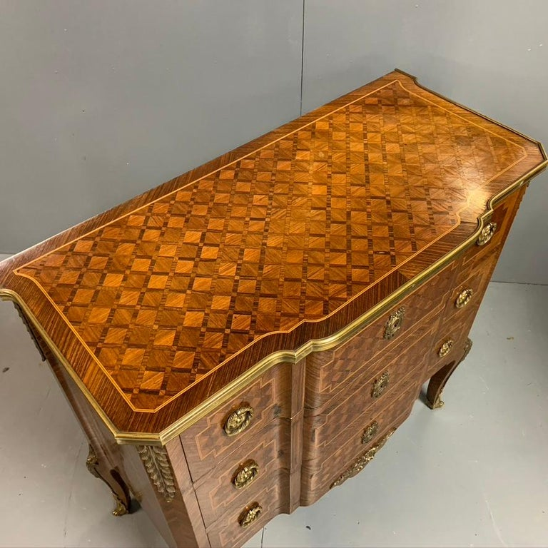 Small French Kingwood and Geometric Parquetry Commode with Brass Mounts In Good Condition For Sale In Uppingham, Rutland