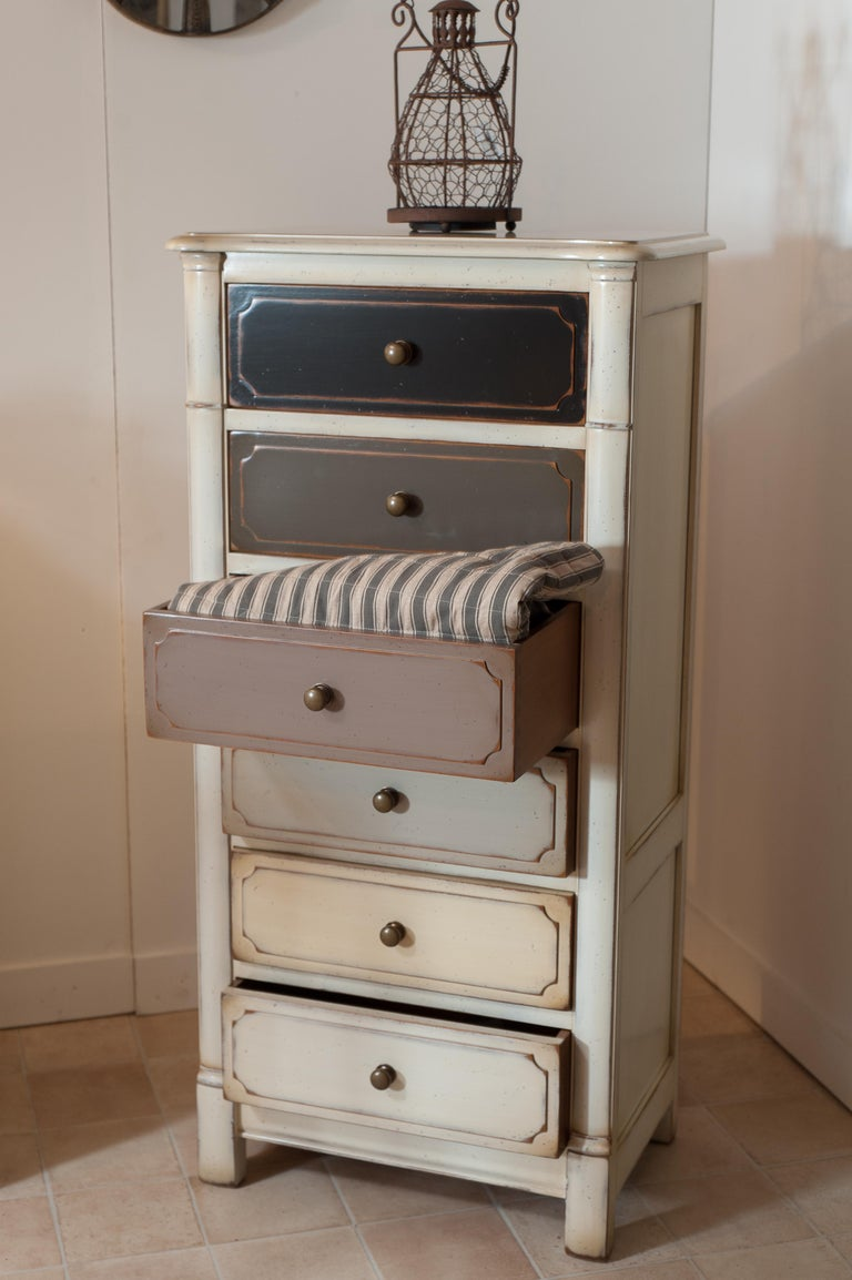 Small French White Lacquered Semainier, 6 Drawers Each with Customizable Colors In New Condition For Sale In Landivy, FR