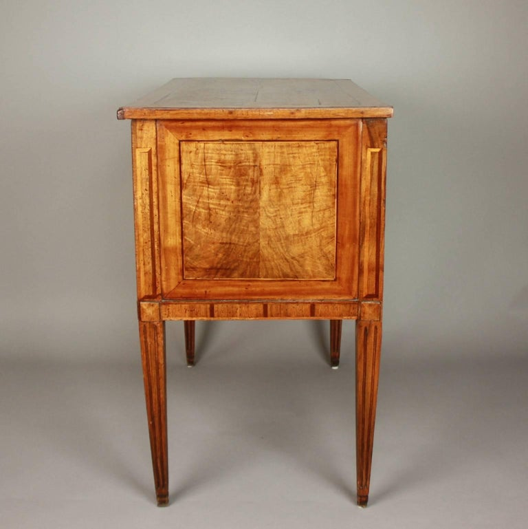Small German Neoclassical Marquetry Commode or Chest of Drawer, 18th Century In Excellent Condition For Sale In Berlin, DE