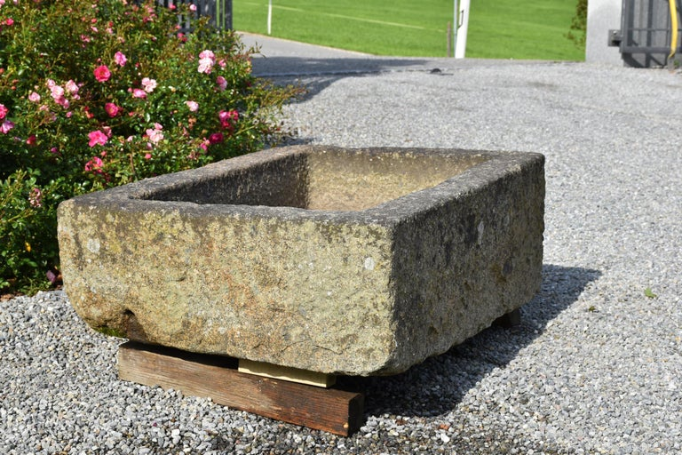 Small Granite Fountain, 18th Century, France In Good Condition For Sale In Gonten, CH