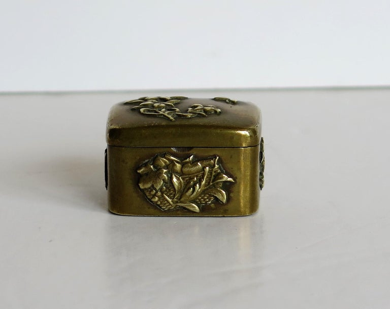 Small Japanese bronze and brass embossed Box with hinged lid 19th C Meiji Period For Sale 4