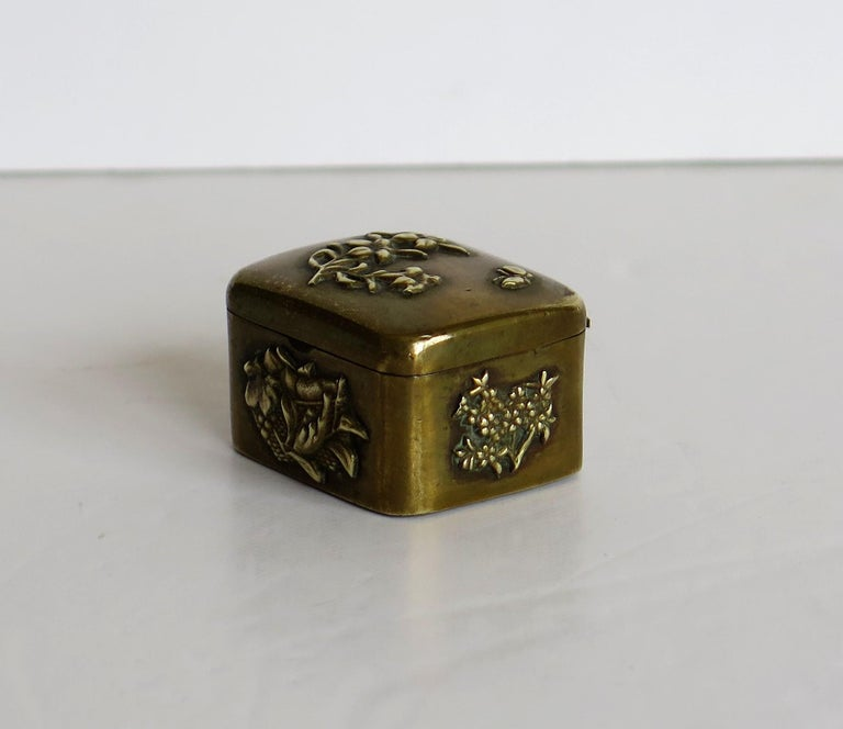 Small Japanese bronze and brass embossed Box with hinged lid 19th C Meiji Period For Sale 5