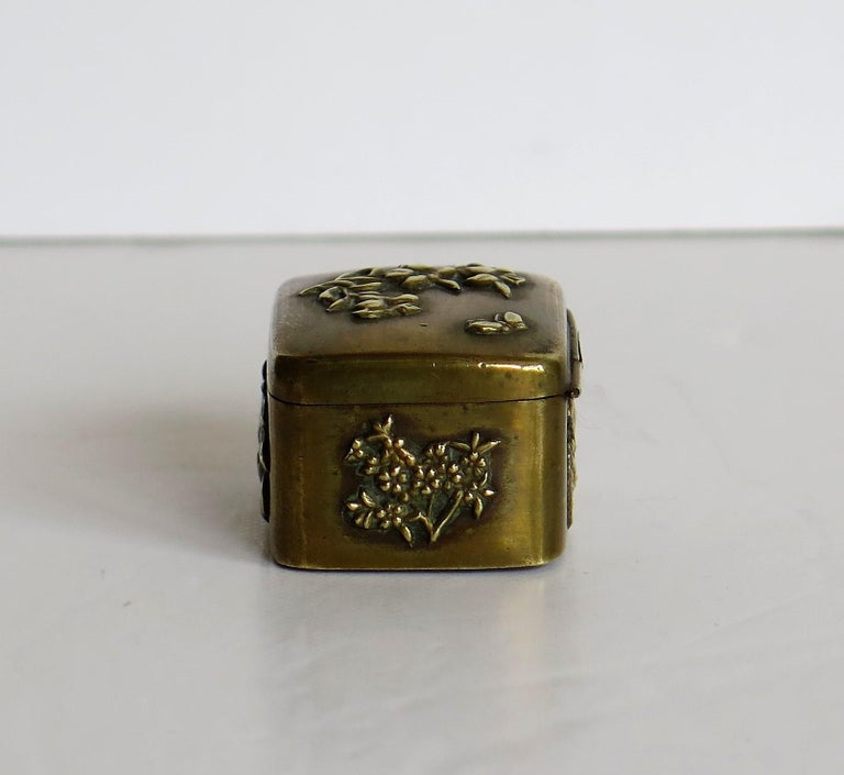 Small Japanese bronze and brass embossed Box with hinged lid 19th C Meiji Period For Sale 6