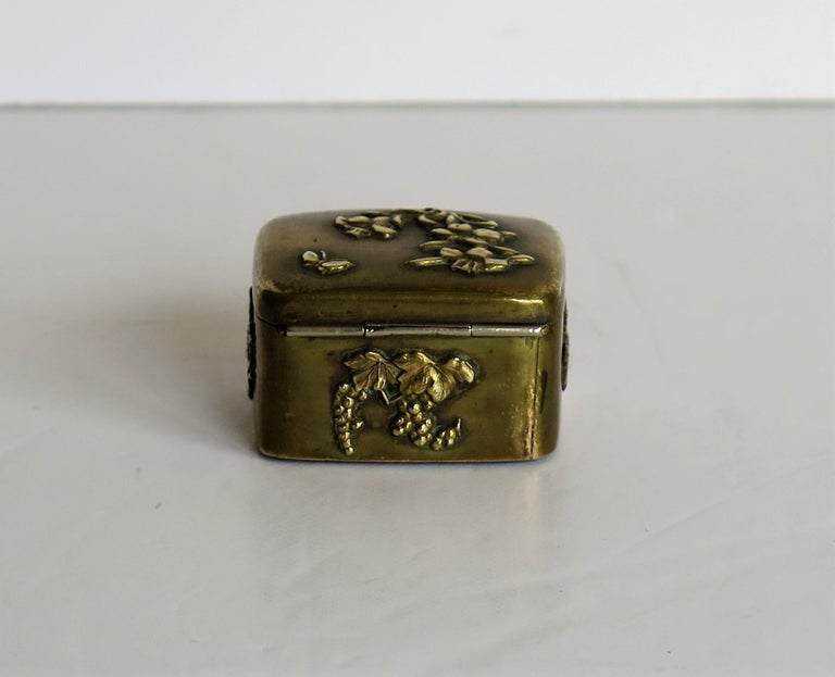 Small Japanese bronze and brass embossed Box with hinged lid 19th C Meiji Period For Sale 7