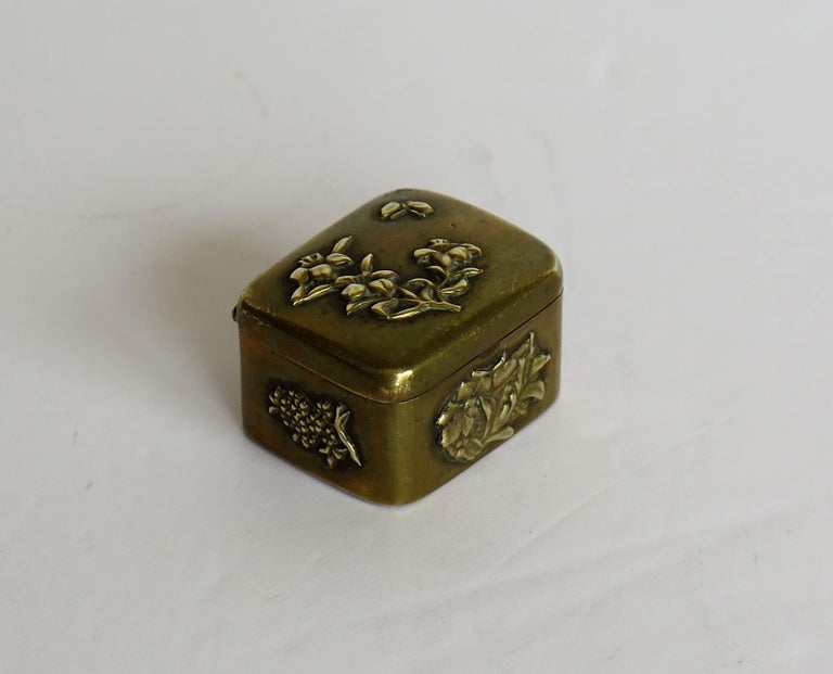Small Japanese bronze and brass embossed Box with hinged lid 19th C Meiji Period For Sale 9
