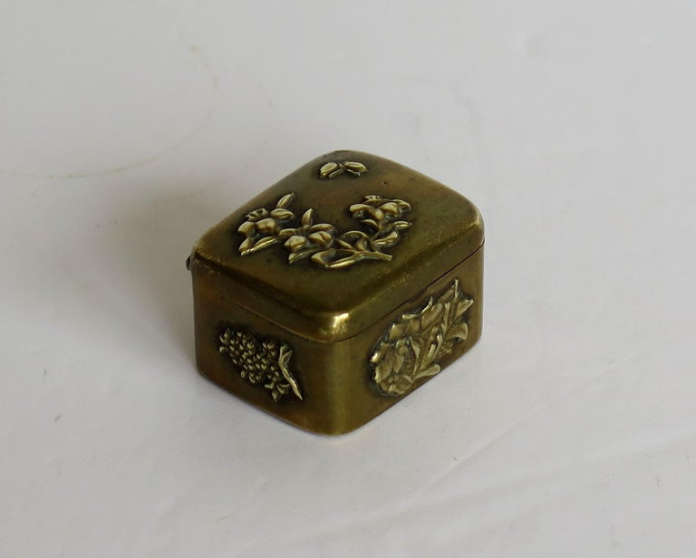 Small Japanese bronze and brass embossed Box with hinged lid 19th C Meiji Period For Sale 1