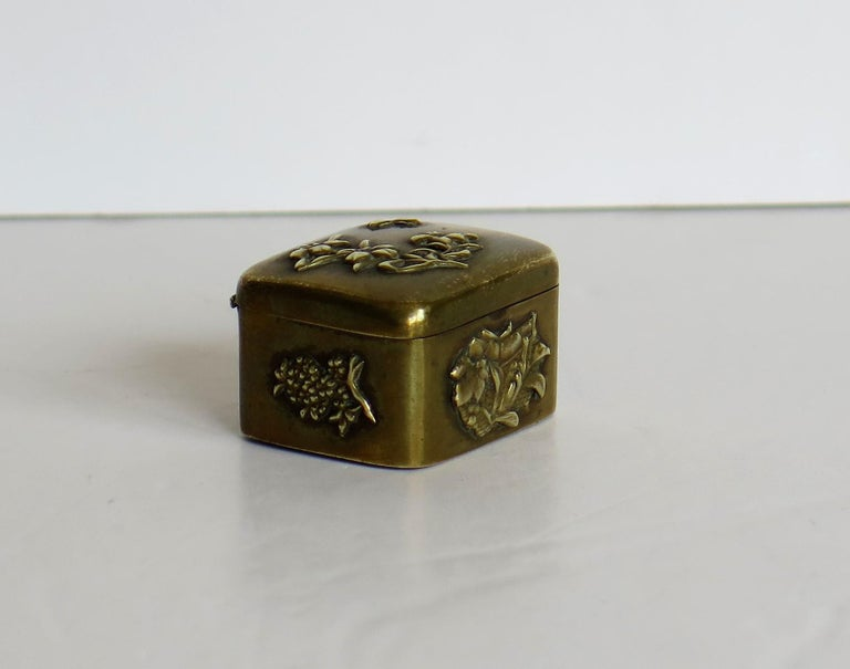 Small Japanese bronze and brass embossed Box with hinged lid 19th C Meiji Period For Sale 3