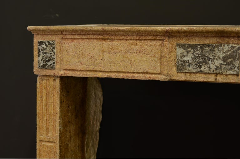 Small Limestone Louis XVI Fireplace Mantel In Fair Condition For Sale In Haarlem, Noord-Holland