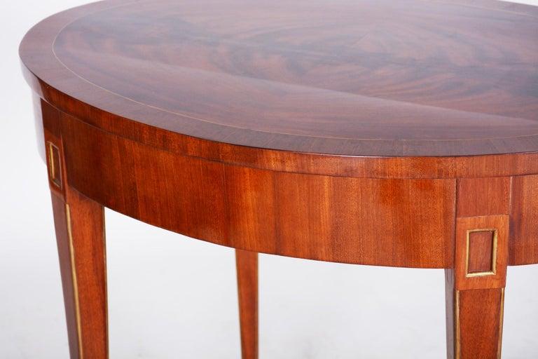 Small Mahogany Biedermeier Oval Table, France 1820-1829, Shellac Polished For Sale 1