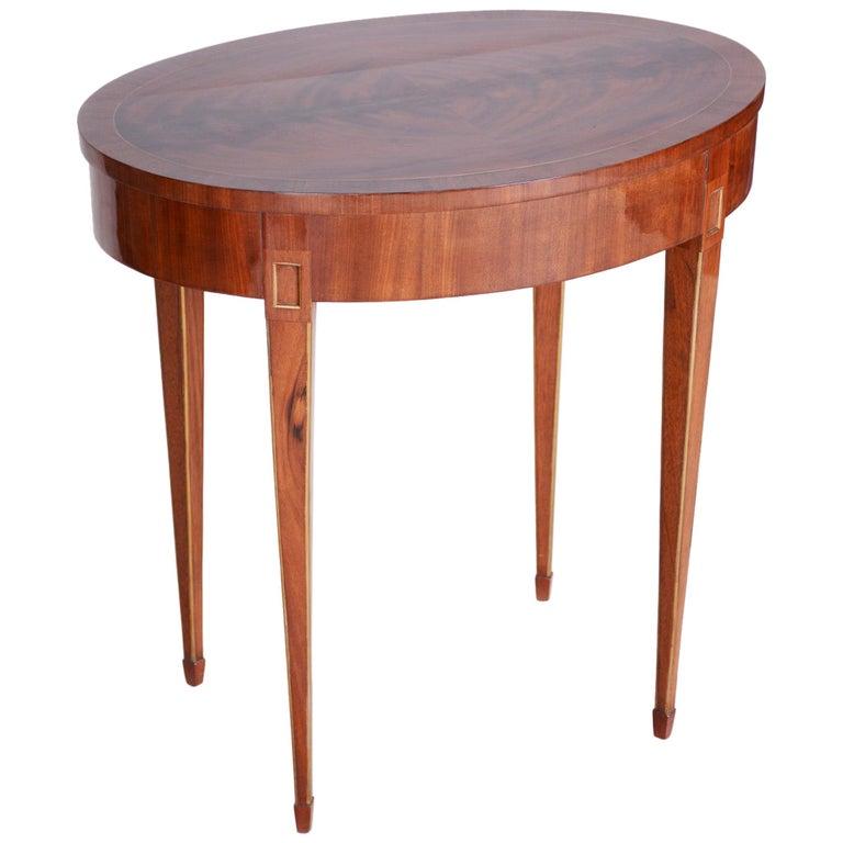 Small Mahogany Biedermeier Oval Table, France 1820-1829, Shellac Polished For Sale