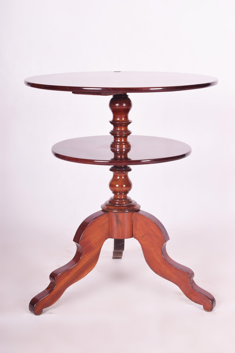 Small Mahogany Historicism Rounded Table, Germany, 1880-1889, High Gloss For Sale 1