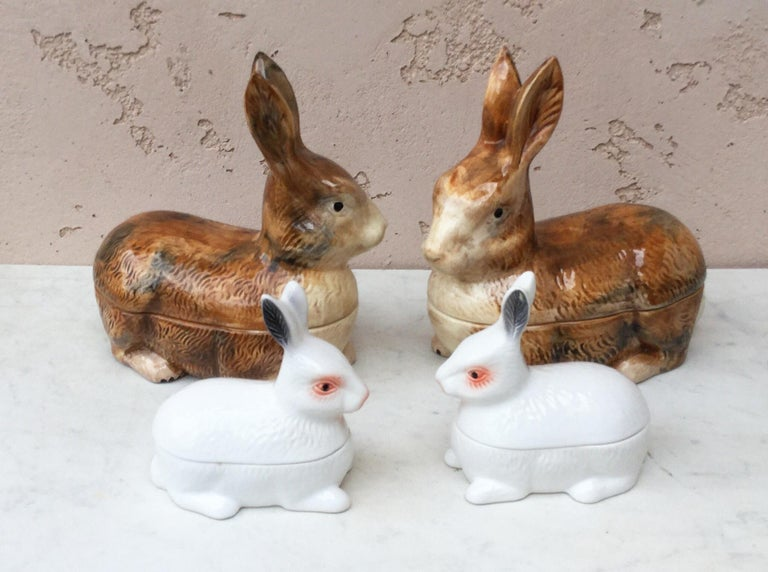Small Majolica Pate White Rabbit Tureen In Good Condition For Sale In The Hills, TX