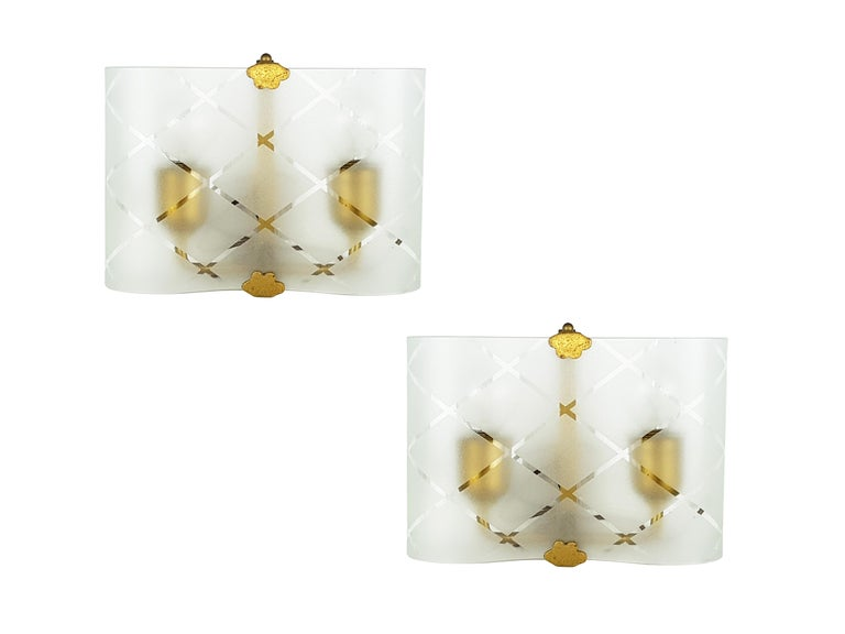Mid-20th Century Small Pair of Italian Bent Glass and Brass 1940s Sconces For Sale