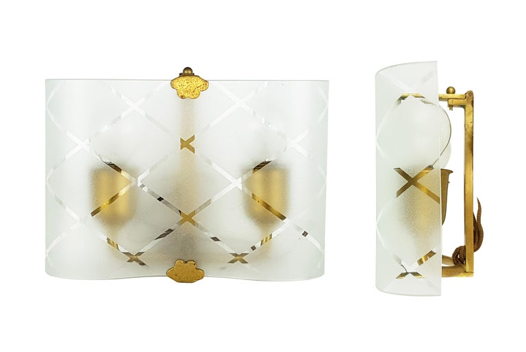 Small Pair of Italian Bent Glass and Brass 1940s Sconces For Sale 3