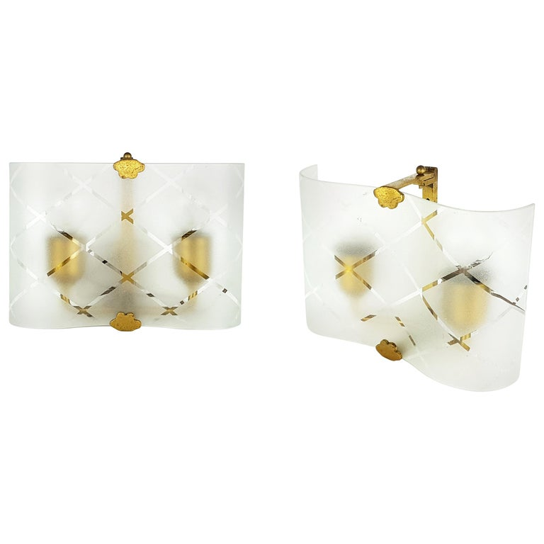 Small Pair of Italian Bent Glass and Brass 1940s Sconces For Sale