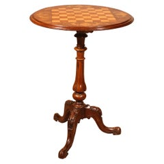 Small Pedestal Table / Games Table in Walnut, 19th Century