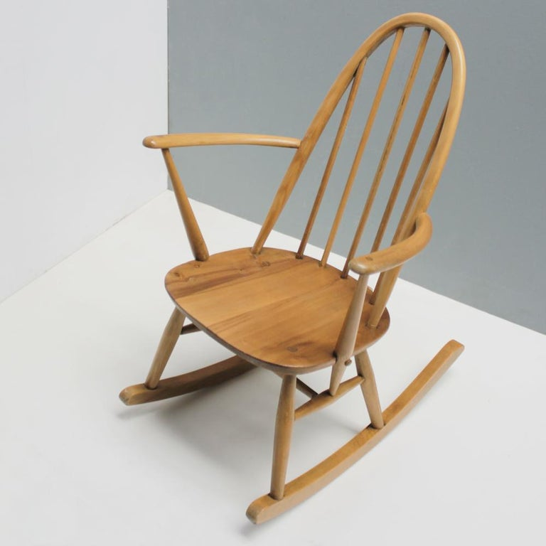 Small Rocking Chair by Lucian Ercolani for Ercol In Good Condition For Sale In JM Haarlem, NL