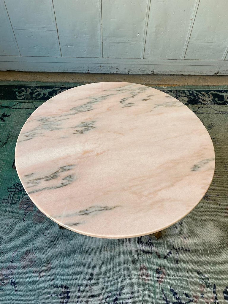 Small Round Gilt Metal Coffee Table with Pink Marble Top In Good Condition For Sale In Buchanan, NY