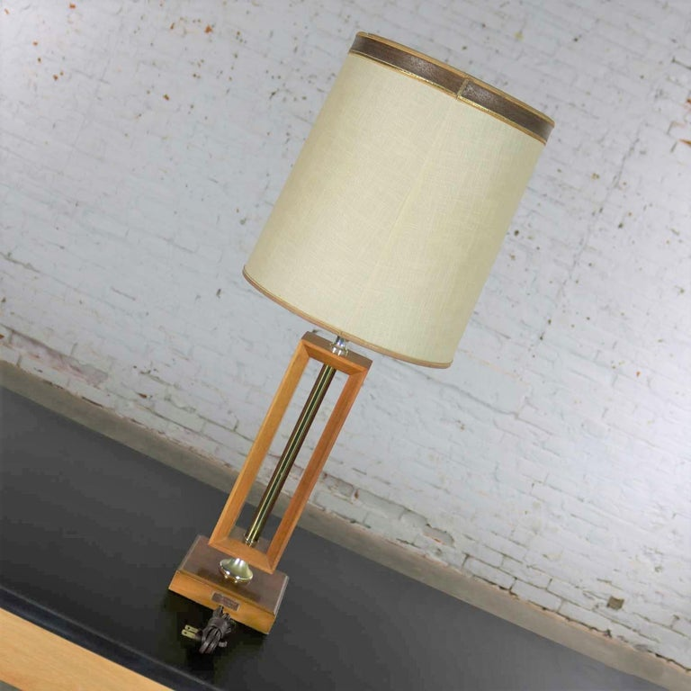 20th Century Small Scale Mid-Century Modern Walnut and Brass Lamp Style of Laurel Lamp Mfg For Sale