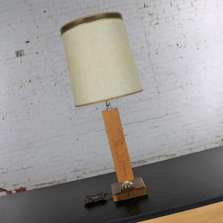 Metal Small Scale Mid-Century Modern Walnut and Brass Lamp Style of Laurel Lamp Mfg For Sale