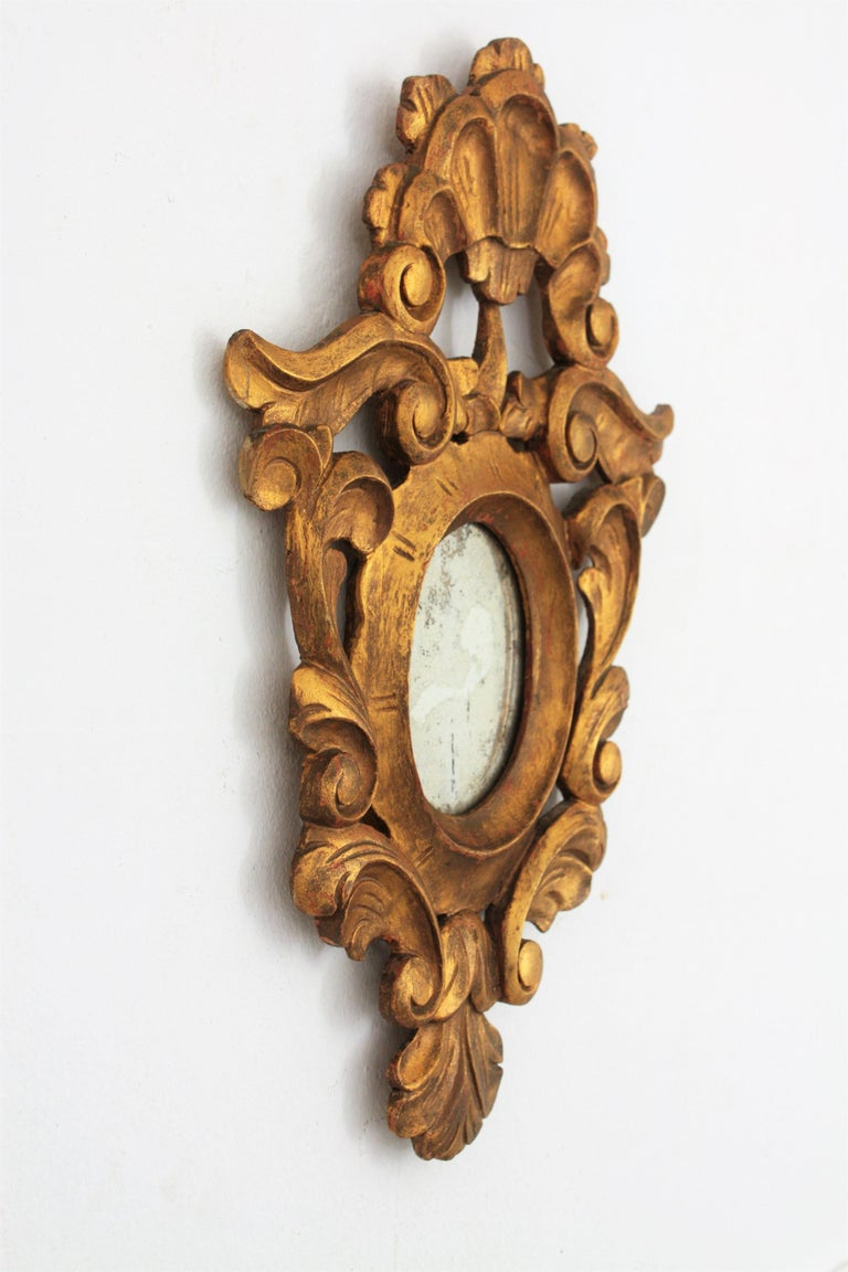 Small Spanish Rococo Style Giltwood Mirror In Good Condition For Sale In Barcelona, ES