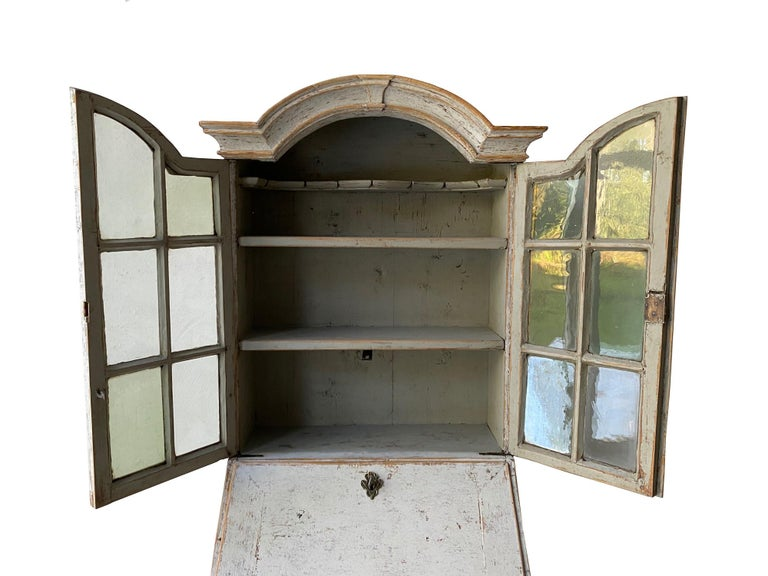 Small Swedish 18th Century Bureau Bookcase In Good Condition For Sale In Tetbury, Gloucestershire