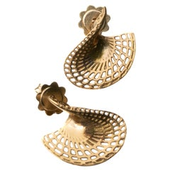 18 Karat Yellow Gold Small Twisted Disk Stud Earrings