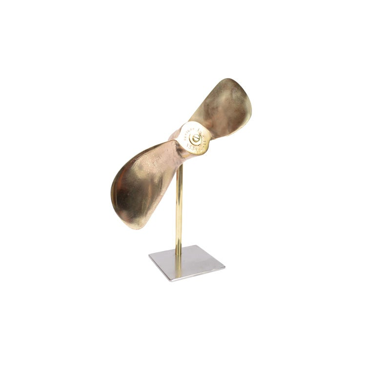 Small Two-Bladed Bronze Propeller with Base In Good Condition For Sale In Milan, IT