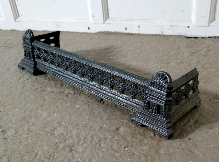 Small Victorian Cast Iron Fender or Dog Grate In Good Condition For Sale In ., GB