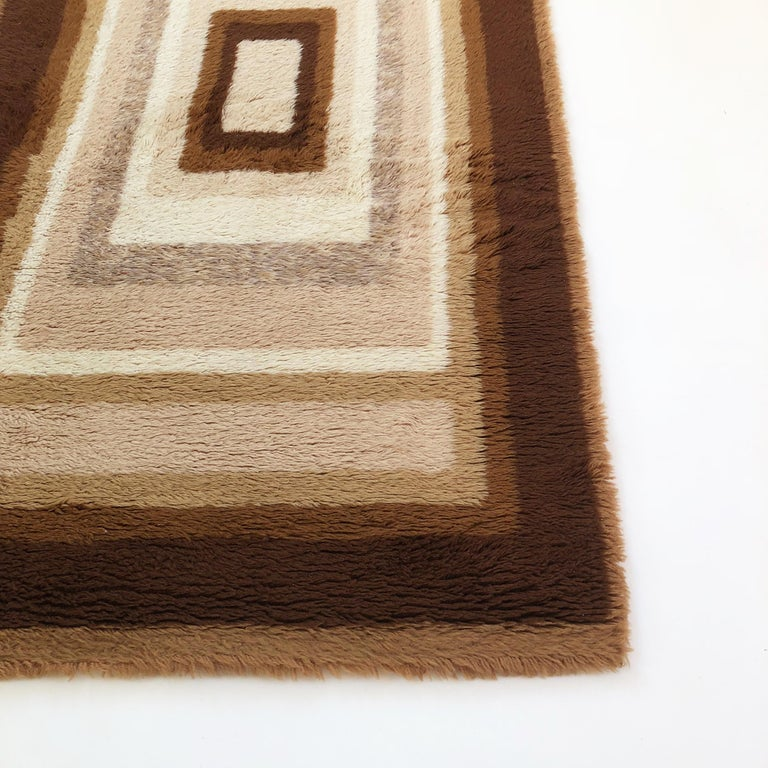 Small Vintage 1970s Modernist High Pile Op Art Carpet Rug, Germany, 1970s In Good Condition For Sale In Kirchlengern, DE