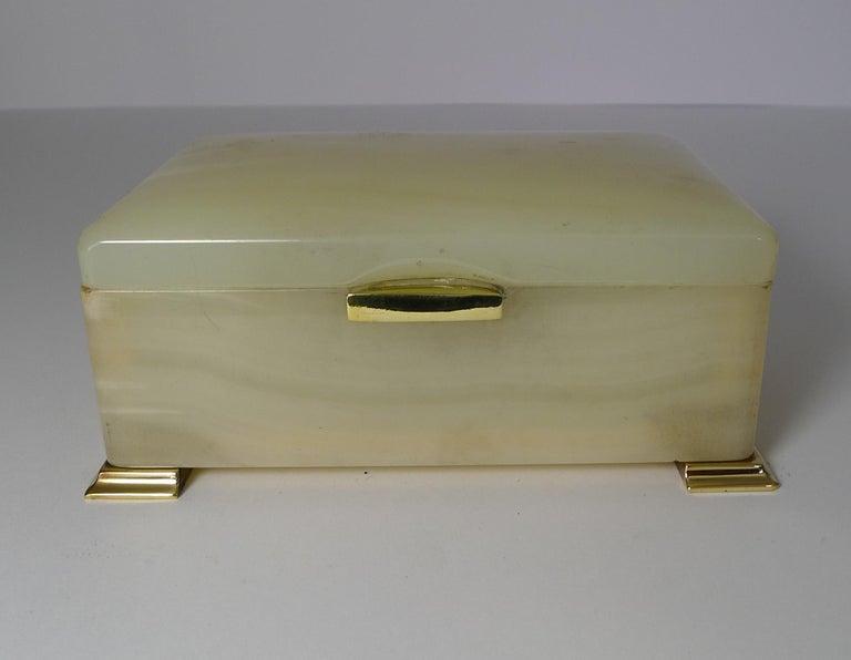 Smart Antique Art Deco White Onyx Box by Betjemman, circa 1920 5