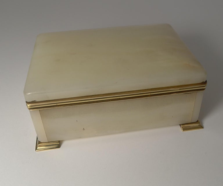 Smart Antique Art Deco White Onyx Box by Betjemman, circa 1920 In Good Condition In London, GB