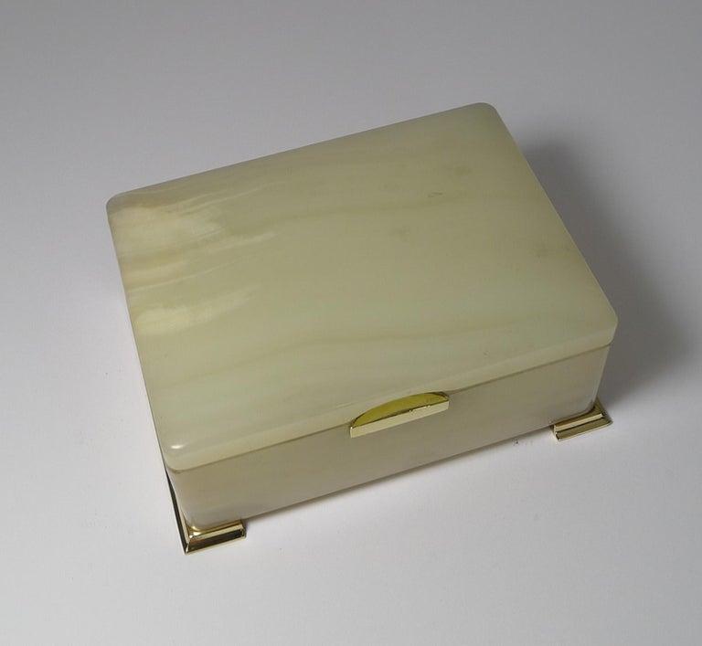 Smart Antique Art Deco White Onyx Box by Betjemman, circa 1920 4